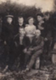 Пищикова Л.И. с одноклассниками. г.Суджа. Фото1934г.