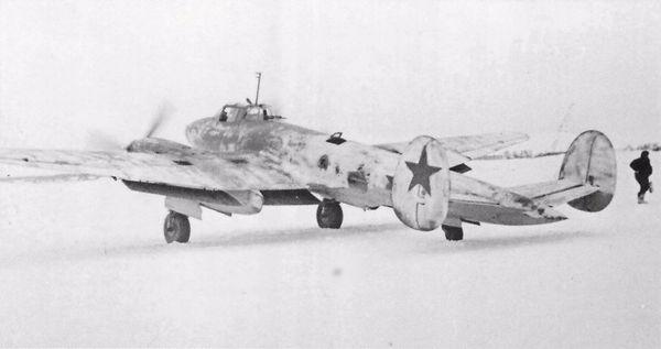 Бомбардировщик ПЕ-2 73-го бомбардировочного авиаполка ВВС КБФ