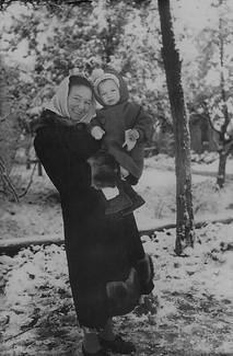 1954-1955 С мамой .jpg