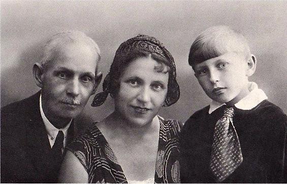 Павел Иванович, Ольга Павловна и Олег Голландские. Фото 1934 г.