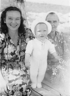 1954.05.20. С мамой и няней Шурой.jpg