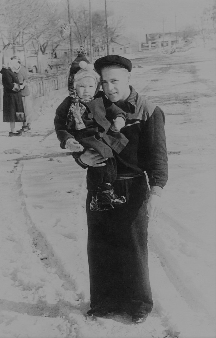 1954-1955 С неизвестным.jpg