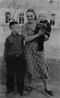 1954 С т.Валей и Степкой Игнатенко.jpg