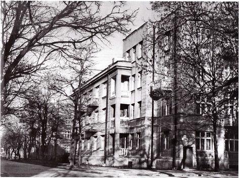 Дом специалистов на ул. Жуковского, 20 в Симферополе. Фото 1970-х гг.