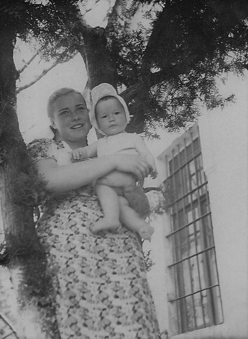 1954.05г. С маминой студенткой.jpg