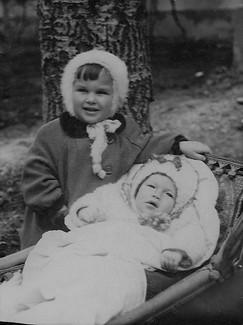1954.04 С дочерью маминого товарища.