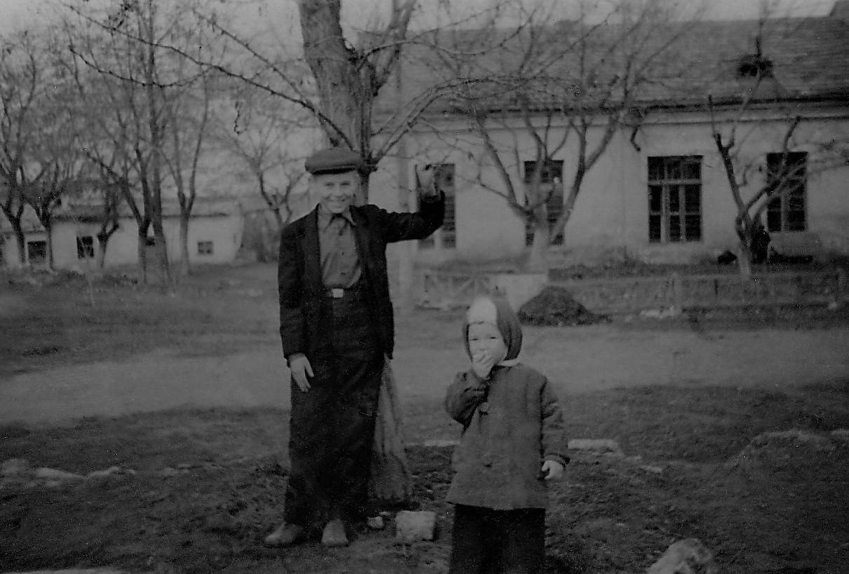 1954-1955 со Степкой Игнатенко.jpg