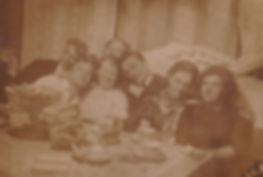 Подготовка к именинам. (Л.Пищикова слева). Фото23.04.1939г.