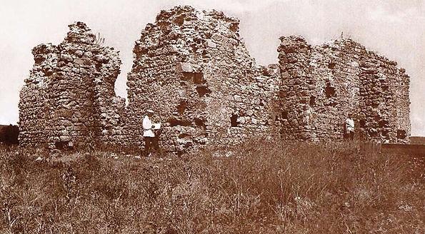 Павел Голландский на обмерах руин мечети Бейбарса в Старом Крыму. Фото 1925 г.