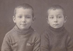 Боря и Вова Пищиковы в эвакуации. 1941г. п.Добрянка, Пермского края.