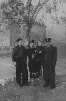 1954-1955 С мамой и двоюродными братьями - Геной и Костей
