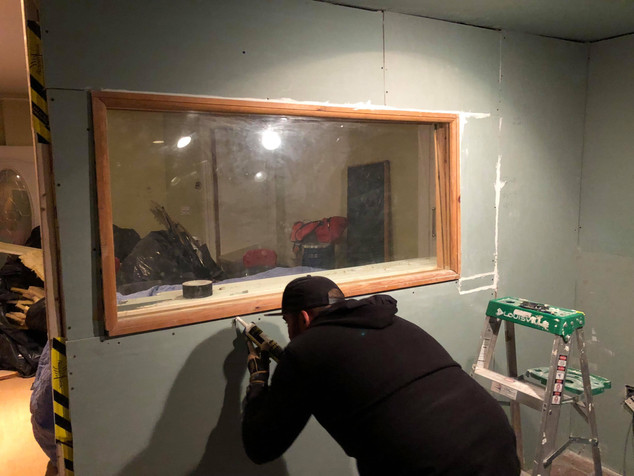 Vocal Booth Glass Sealing