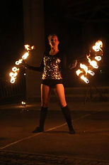 taniec z wachlarzami podczas fireshow.jp