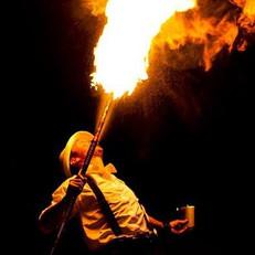 plucie ogniem podczas fireshow.jpg