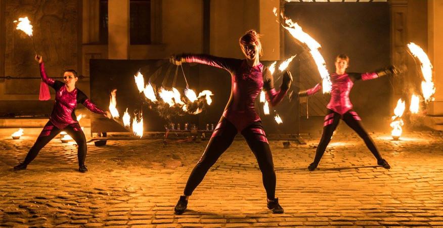 taniec_z_ogniem_i_płonące_wachlarze.jpg