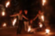 cztery_osoby_wykonujące_pokaz_fireshow.j