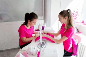 Vous aimeriez devenir styliste ongulaire chez Athénée !