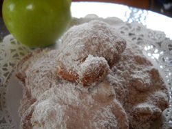 Fried apple fritters (flour)