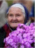 довольная бабушка