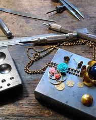 Iscah, iscah bijoux, créateur de bijoux, made in France, paris, collection PIX.L, plaqué or, doré à l or fin, pixel, bijoux artisanaux, bijoux créateur, bijoux fait main, bijoux fantaisie, bijoux femme, bijoux geek, bijou video-gaming, bijoux mode, bijou, bijoux, bijouterie, bijouterie paris, bijoux noel, bijoux originaux, bijoux pas cher, bijoux de mode, street style, street fashion, cadeau bijou, cadeau femme, cadeau saint valentin, cadeau fête des mères, cadeau noël, boucle d oreille, boucle d oreille fantaisie, créole, boucle d'oreilles geek, boucle d'oreilles année 80, boucles d'oreilles année 90, boucles d'oreilles géométrique, boucle d oreille ronde, boucle d oreille xl, bague de createur, bague, marque bijoux, geek, création bijoux, createur de bijoux, collier fantaisie, collier, cadeau bijoux femme, bracelet femme, bracelet fantaisie, maquette, working progress, atelier bijouterie, établi, atelier bijoutier, établi bijoutier, outil bijoutier, outil bijouterie