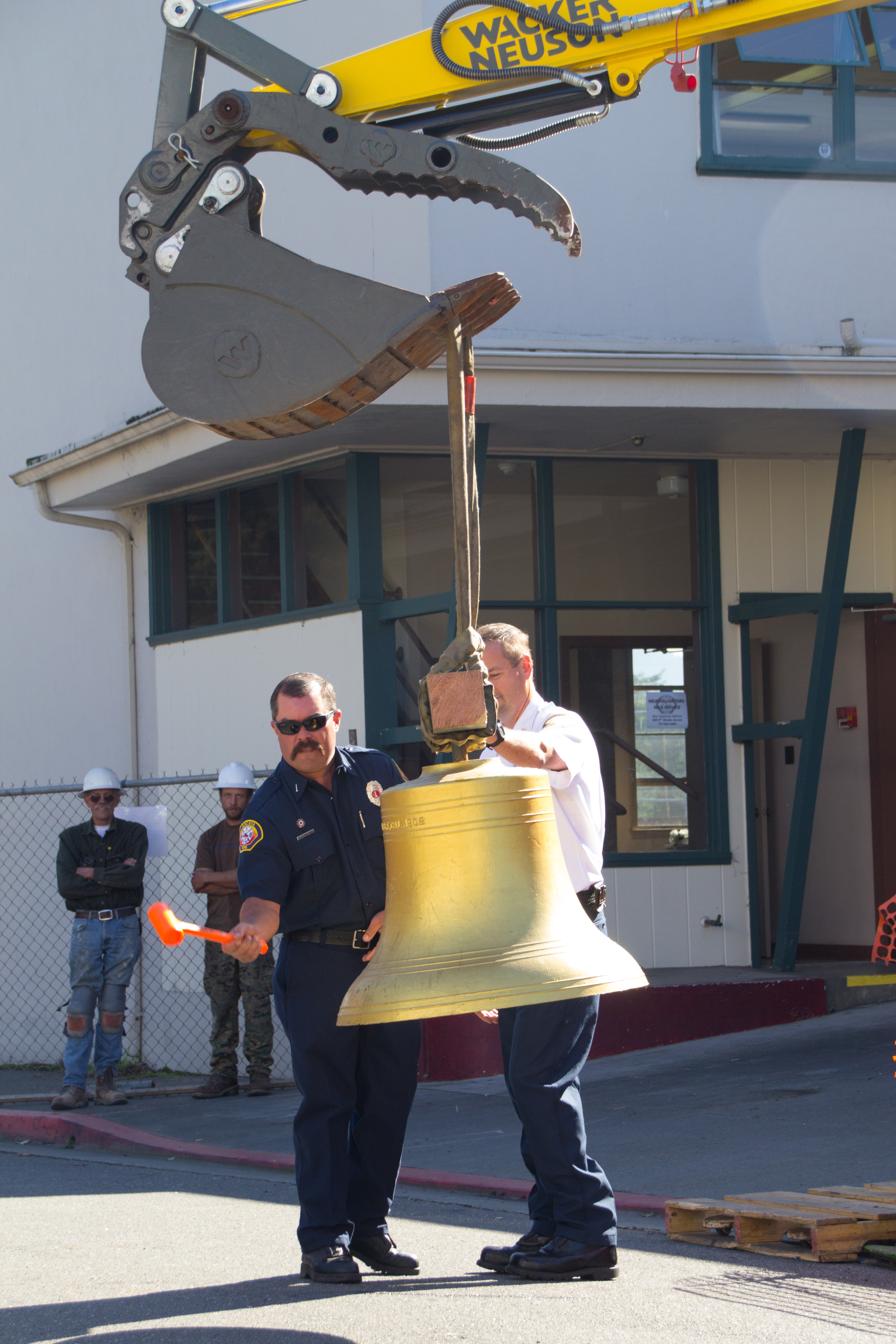 Kevin rings bell_MG_5085.jpg