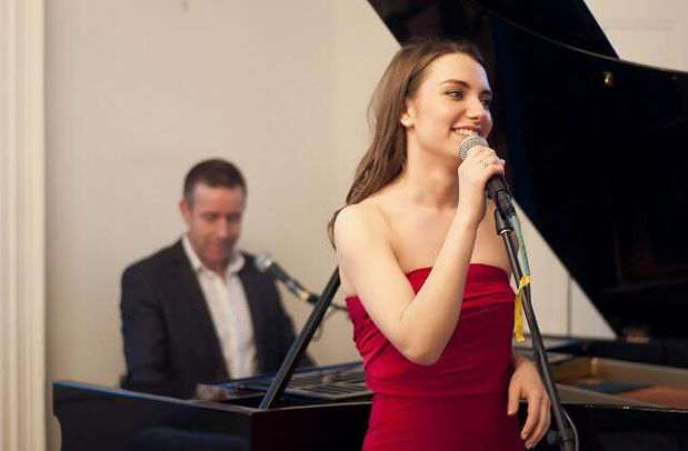Gabrielle Zanobini and Chris Lloyd. Singer and pianist of Incahoots piano/vocal duo