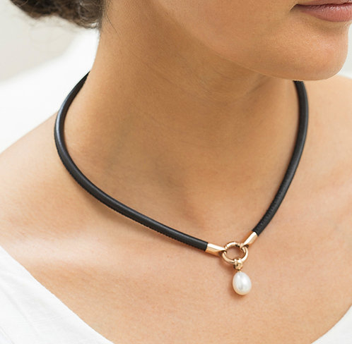 """Caitlyn"" Freshwater Pearl Leather Necklet"