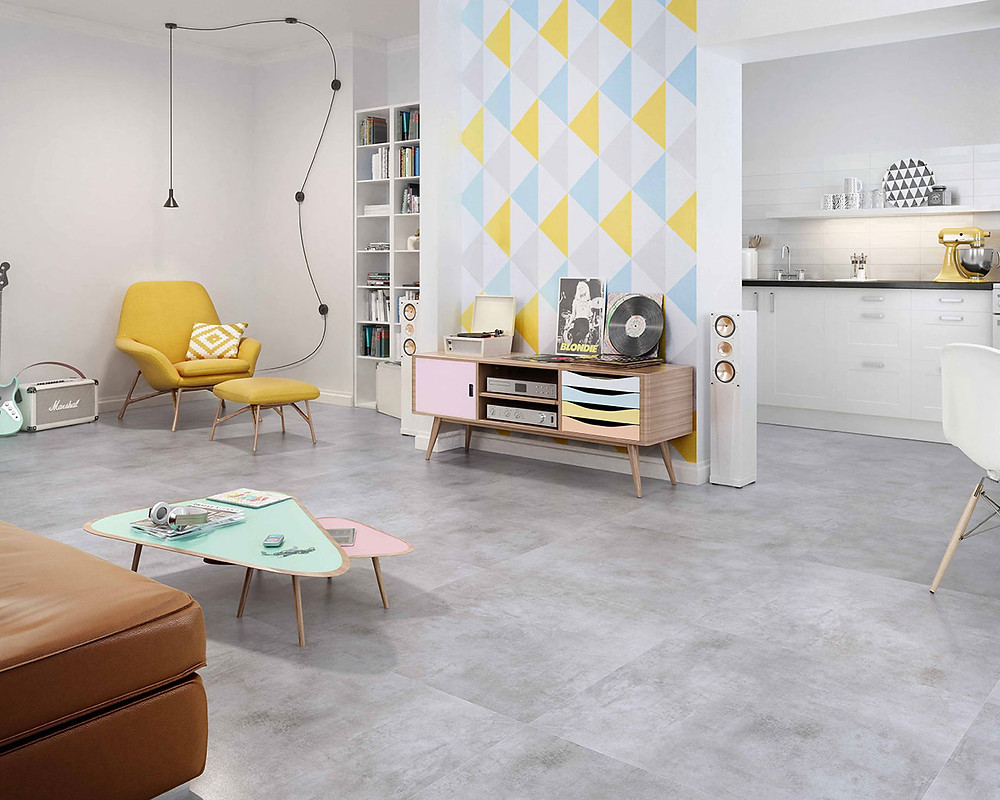 Modern grey tiles imitating concrete in the living room. Scratch Collection, Paradyż.