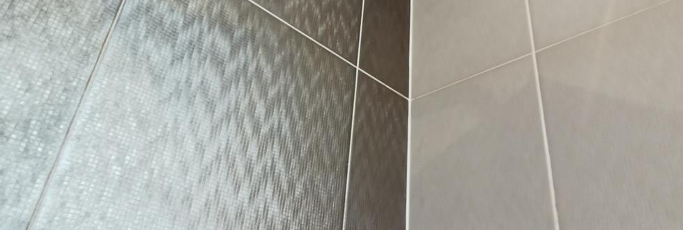 room 4 shower .jpg