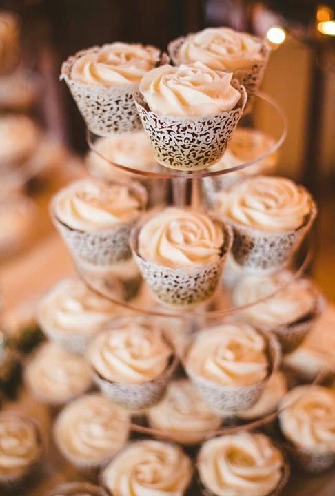 White Rose Wedding cupcakes
