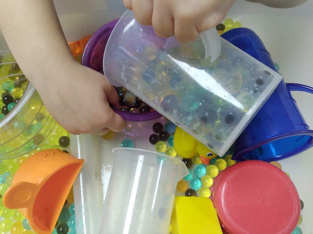 fall sensory bin with water beads