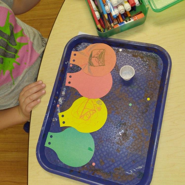 preschooler's hot air balloon craft on tray