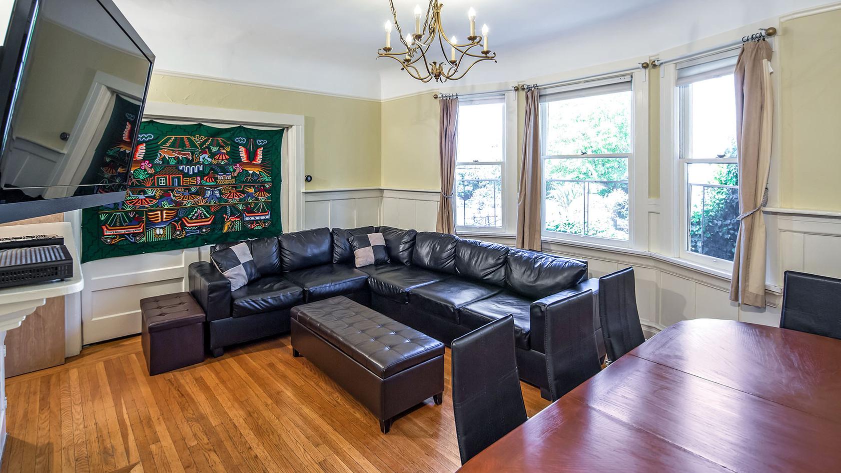 Living Room 02 - 1960w 72ppi.jpg