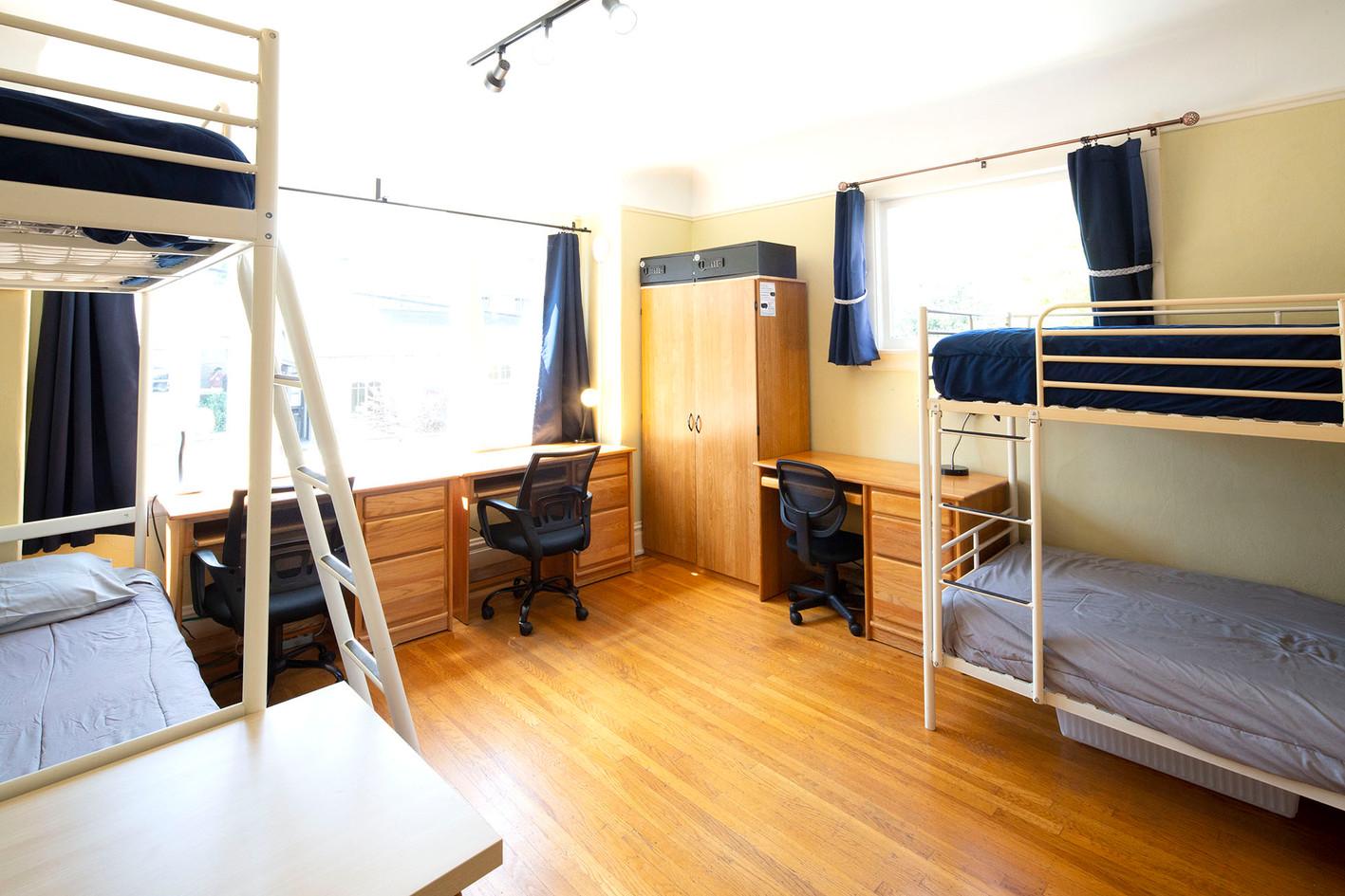 Room 5 - 1 1960w 72ppi TNT15555.jpg