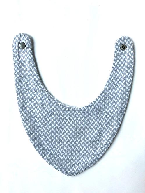bavoir Bandana en coton gris et blanc made in france fermeture pression cousu main dans la région de Lille