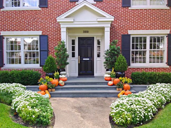 Easy decoration of your porch for fall.