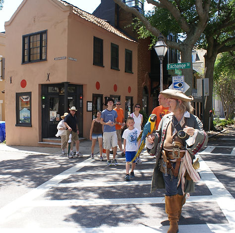 Charleston walking tour with pirate and parrot