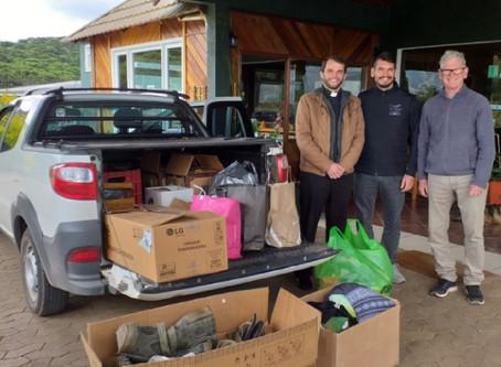 Cambará Eco Hotel doa roupas e matérias de higiene pessoal para comunidades carentes
