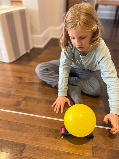 Toy car powered by a balloon