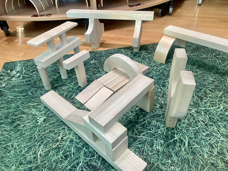 Structure made out of big wooden blocks