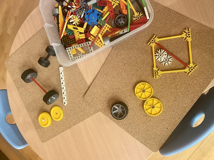 k'nex toy pieces