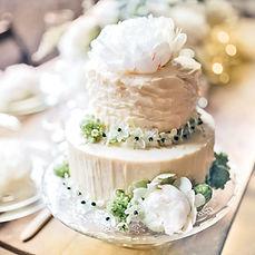 Hochzeitstorte dekoriert mit Blumen Rieke Richter Weddings Hochzeitsplanung
