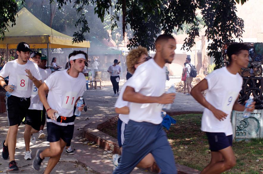 Marathon, Dificultades Iniciales