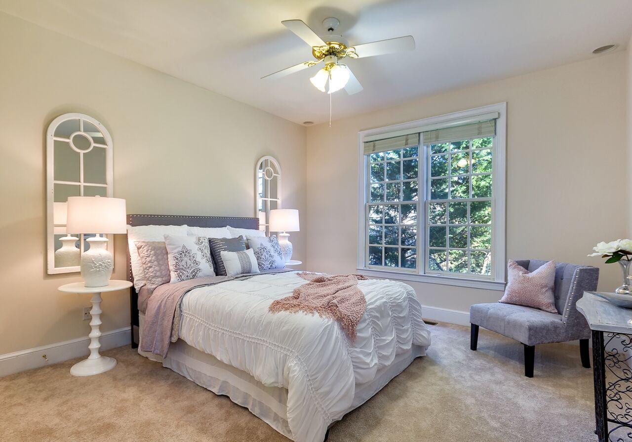 Guest bedroom Pink.jpg
