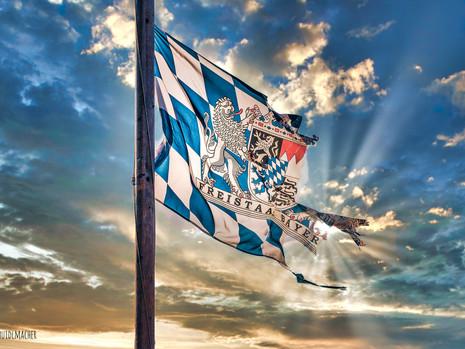 28. Nov. 2020 Bayernfahne aus Nachbargarten
