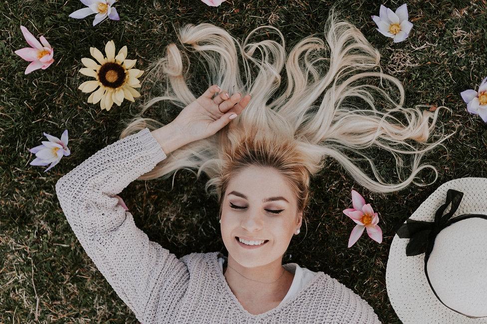 woman-lying-on-flowers-1070967.jpg