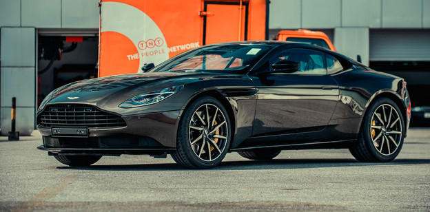 welovecar-Aston-Martin-DB11-cover-1.jpg
