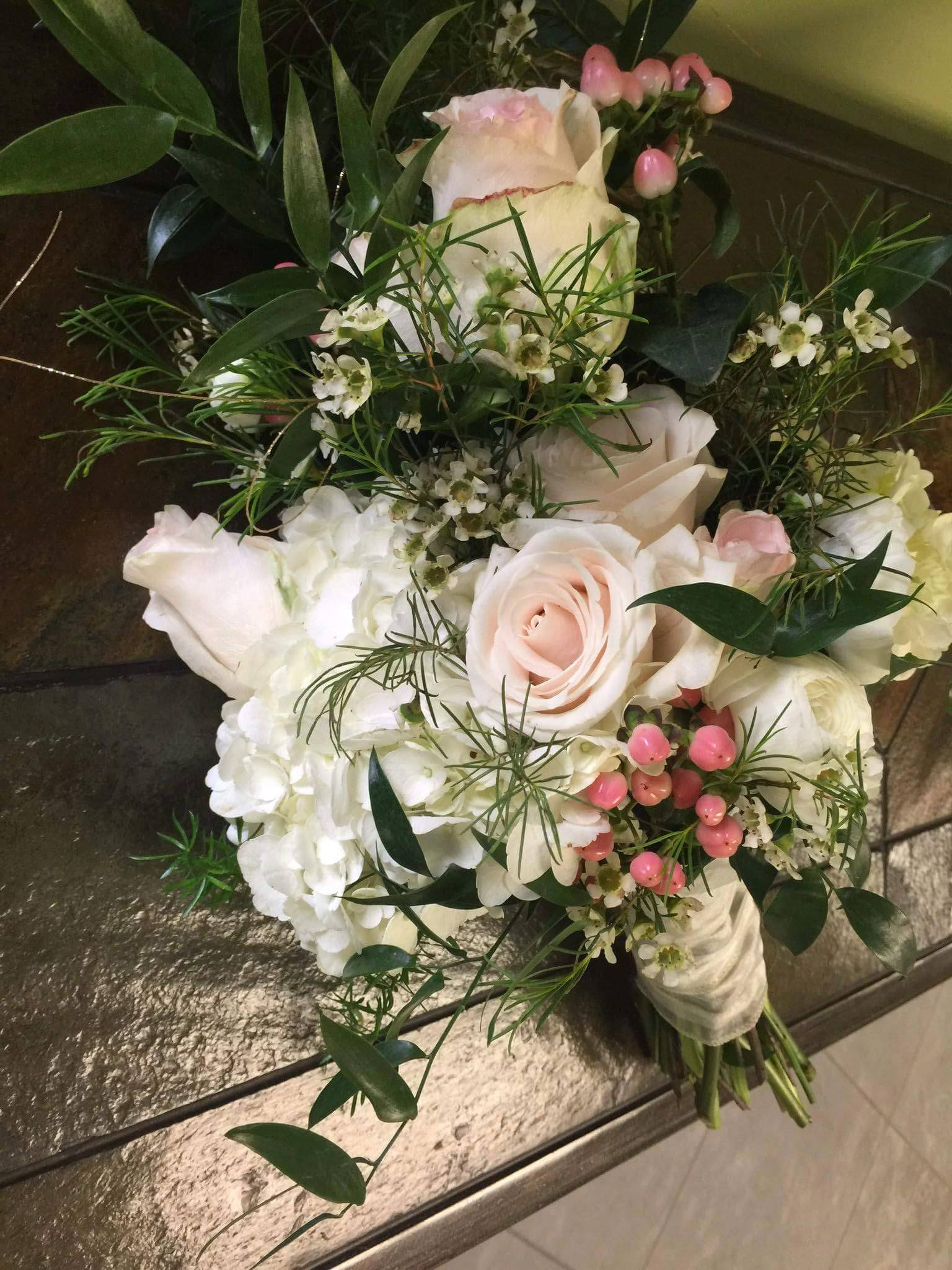 Fresh boho bride bouquet