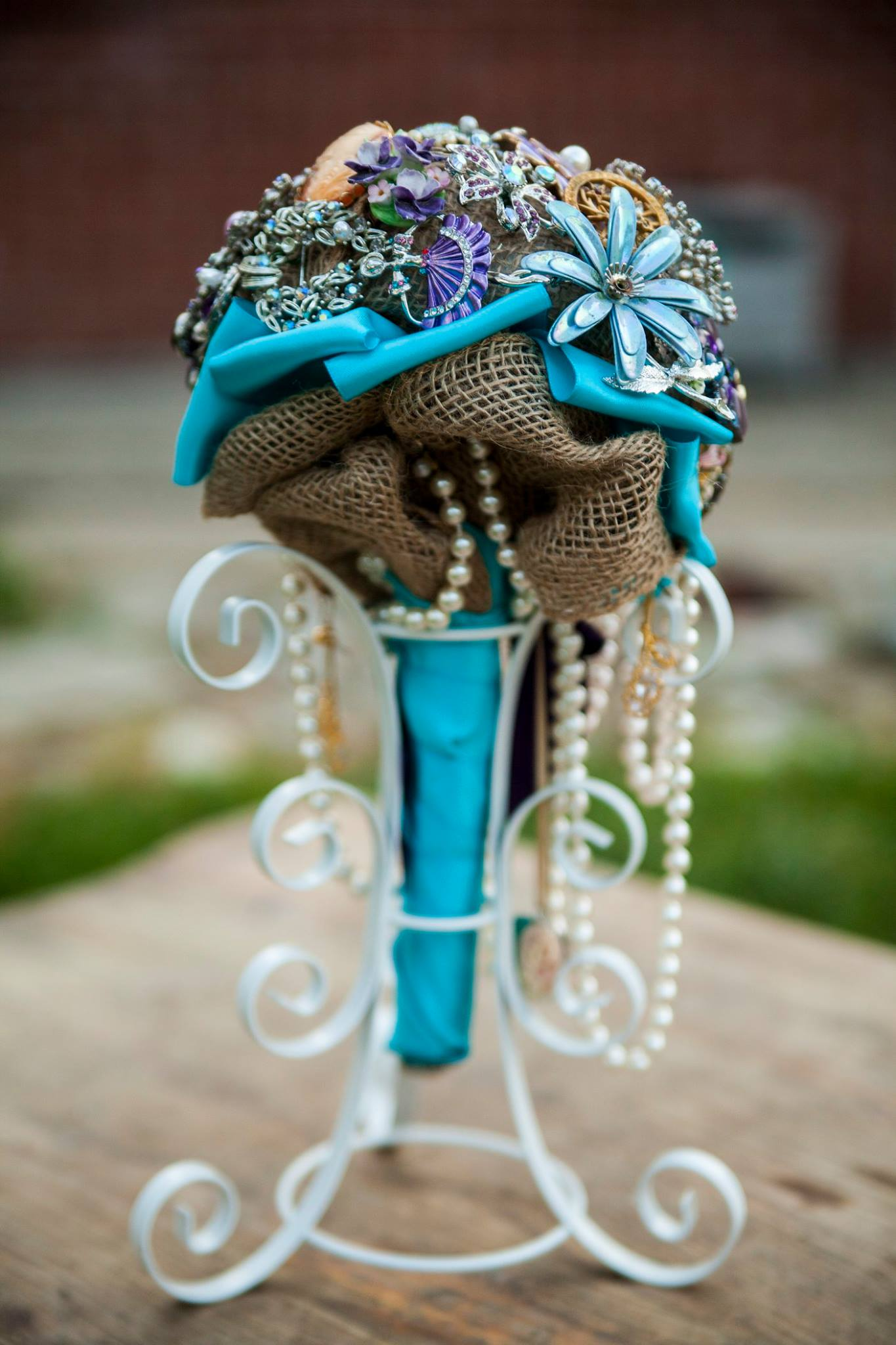 Brooch bouquet and stand(back)