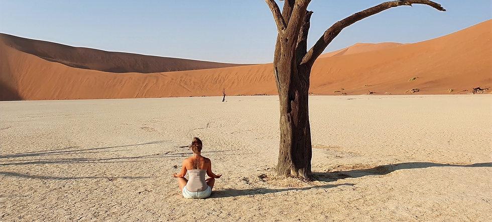 Jennifer Zanini thérapeute et médium en décodage de vie à Sossusvlei, Namibie - cabinet âmystique